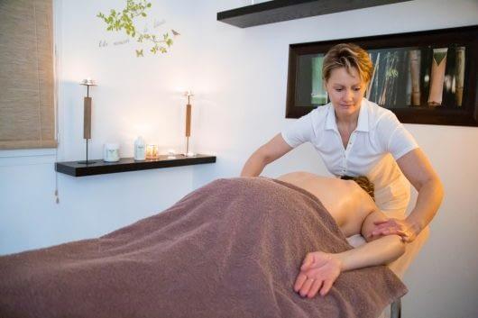 Massage de Véronique Hanquiez à L'institut Secrets de Beauté à Avord