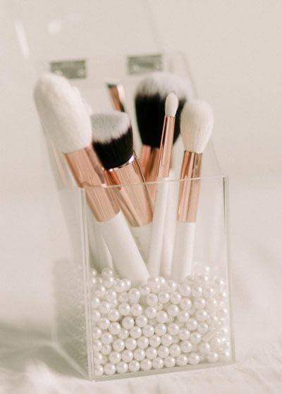 Brosses maquillage à L'institut Secrets de Beauté à Avord